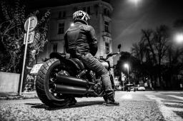 Indian Scout Bobber (18+) EN version